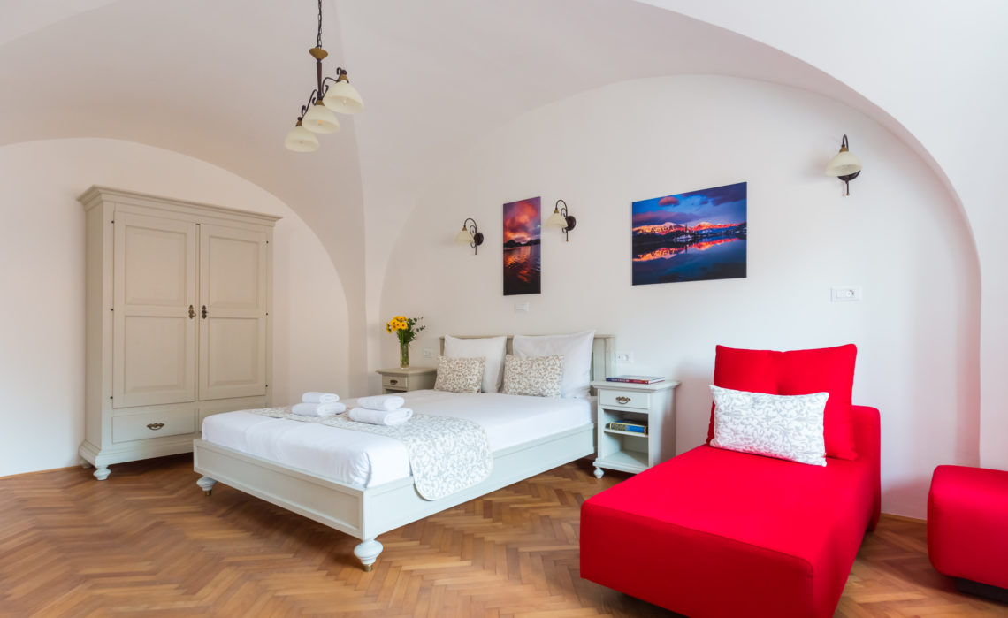 . 1 bedroom and living room apartment  The Castle View No  3    Barbo